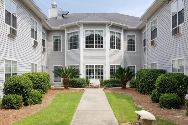Summer Breeze Senior Living Summer Breeze 10 Exterior Courtyard Bay Windows