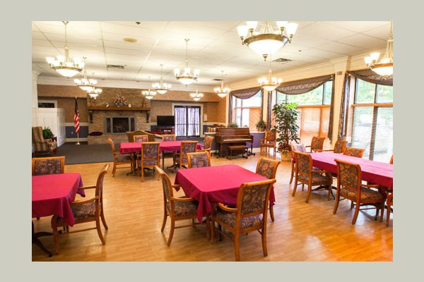 Large dining rooms on every care level.